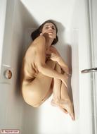 Hot Kiki Sexy Bottom in the Tub - pics 06