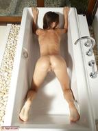 Hot Kiki Sexy Bottom in the Tub - pics 09