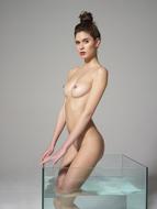 Sexy Nude Victoria R Aquarium - pics 06