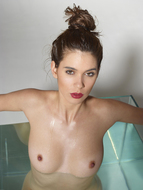 Sexy Nude Victoria R Aquarium - pics 09