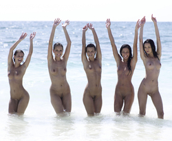 Six Hot Girls by the Pacific Ocean - pics 16