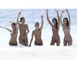 Six Hot Girls by the Pacific Ocean - pics 17