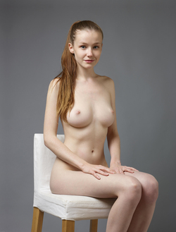 Sexy Emily Bloom Studio Sitting - pics 00