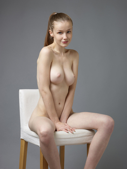 Sexy Emily Bloom Studio Sitting - pics 01