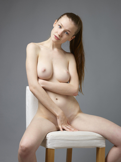 Sexy Emily Bloom Studio Sitting - pics 02