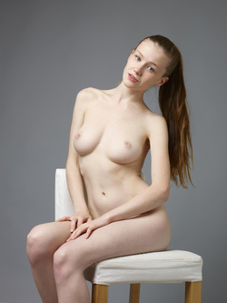 Sexy Emily Bloom Studio Sitting - pics 03