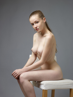 Sexy Emily Bloom Studio Sitting - pics 04