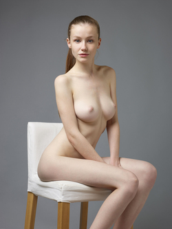 Sexy Emily Bloom Studio Sitting - pics 09