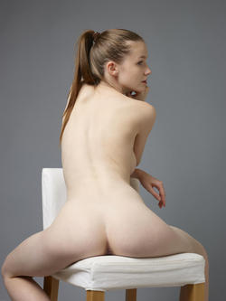 Sexy Emily Bloom Studio Sitting - pics 10
