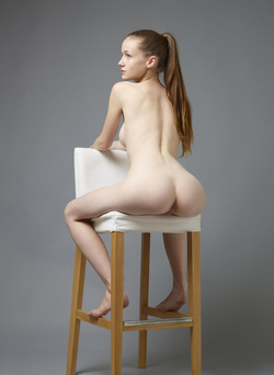 Sexy Emily Bloom Studio Sitting - pics 12