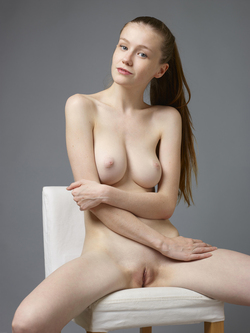 Sexy Emily Bloom Studio Sitting - pics 14