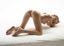 Katia Fucking Hot Oiled Babe Poses - pics 02