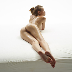 Katia Fucking Hot Oiled Babe Poses - pics 05