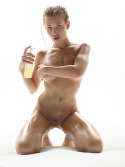 Katia Fucking Hot Oiled Babe Poses - pics 07