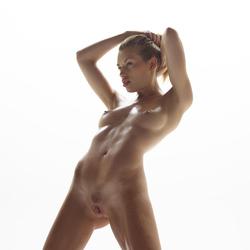 Katia Fucking Hot Oiled Babe Poses - pics 10