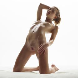 Katia Fucking Hot Oiled Babe Poses - pics 11