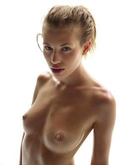 Katia Fucking Hot Oiled Babe Poses - pics 15