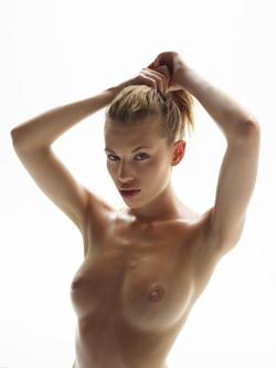 Katia Fucking Hot Oiled Babe Poses - pics 16
