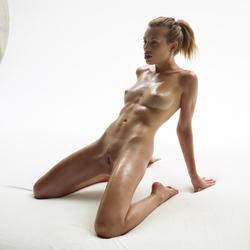 Katia Fucking Hot Oiled Babe Poses - pics 17