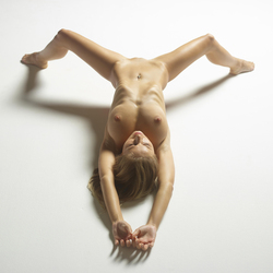 Tight Blonde Darina L Bodyscapes - pics 13