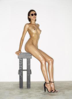 Leggy Babe Kasia James Bond Girl - pics 01