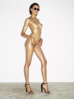 Leggy Babe Kasia James Bond Girl - pics 15