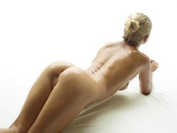Blonde Angel Darina L - Baby Oil - pics 03