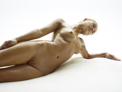 Blonde Angel Darina L - Baby Oil - pics 06