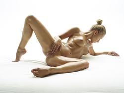 Blonde Angel Darina L - Baby Oil - pics 08