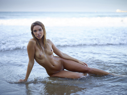 Beautiful Girl Amber Beach Games - pics 11