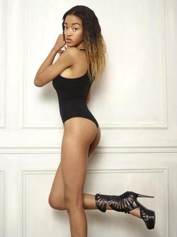 Beautiful Ebony Tyra Round Boobs - pics 00