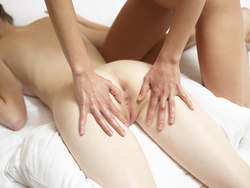 Emily Bloom Tigra Body Body Massage - pics 04