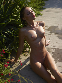 Incredibly Hot Model Sonya Tropical - pics 01