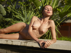 Incredibly Hot Model Sonya Tropical - pics 04