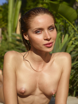 Incredibly Hot Model Sonya Tropical - pics 05