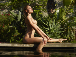 Incredibly Hot Model Sonya Tropical - pics 11