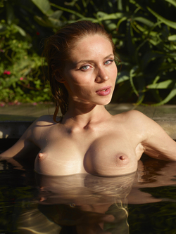 Incredibly Hot Model Sonya Tropical - pics 16
