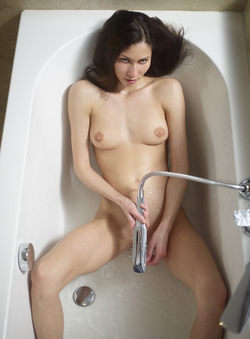 Bathtime Fun with a Horny Babe Eva - pics 15