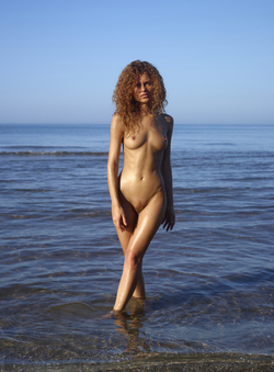 Curly Redhead Julia Sunrise by Sea - pics 00