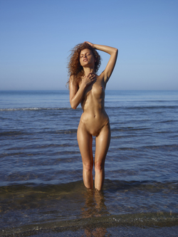 Curly Redhead Julia Sunrise by Sea - pics 01