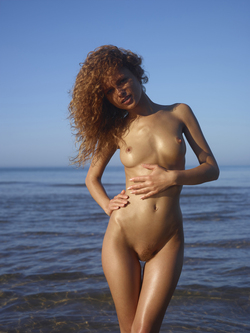Curly Redhead Julia Sunrise by Sea - pics 02