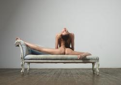 Flexi Girl Eva Showing Bald Pussy - pics 00