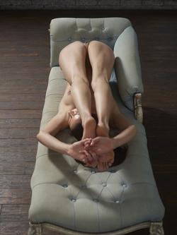 Flexi Girl Eva Showing Bald Pussy - pics 11