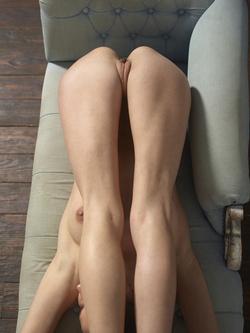 Flexi Girl Eva Showing Bald Pussy - pics 12