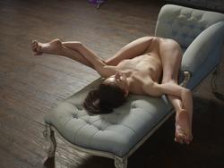 Flexi Girl Eva Showing Bald Pussy - pics 16