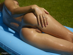 Oiled Babe Darina L Beach Mattress - pics 03