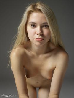 Tiny Blonde Girl Margot Portraits - pics 00