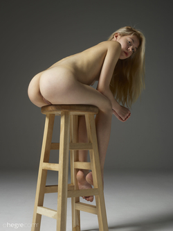 Tiny Blonde Girl Margot Portraits - pics 08