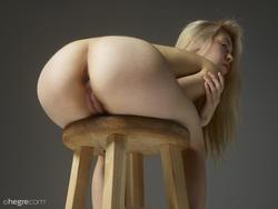 Tiny Blonde Girl Margot Portraits - pics 09