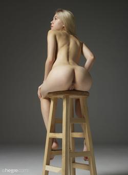 Tiny Blonde Girl Margot Portraits - pics 11